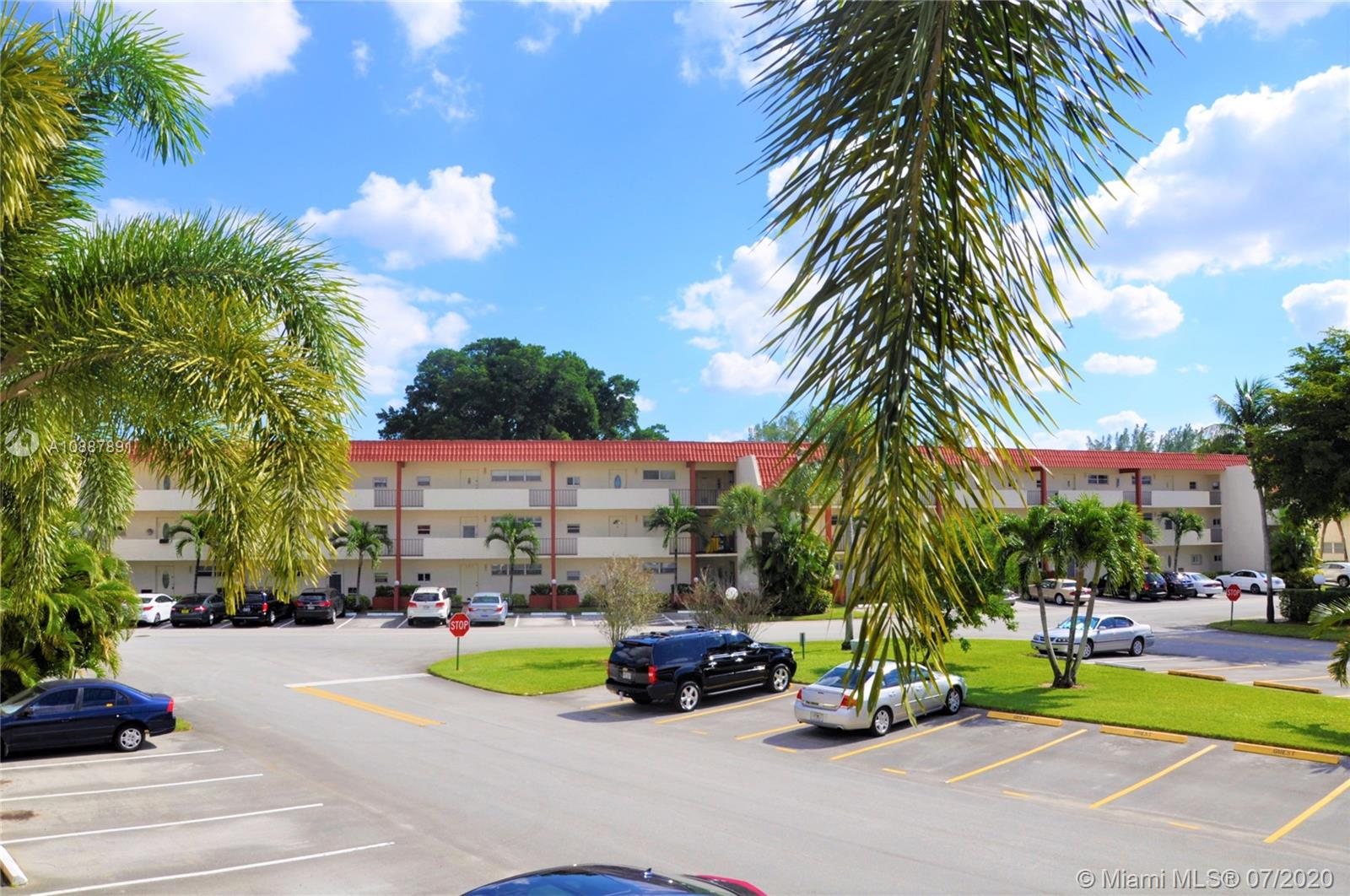 9411 N Hollybrook Lake Dr Unit 205, Pembroke Pines, Florida 33025
