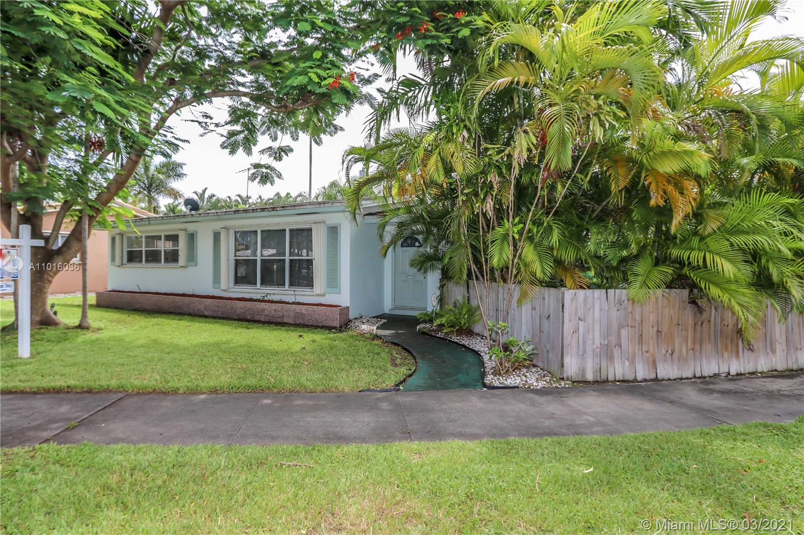 Country Club Homes, 1124 N 13th Ave, Hollywood, Florida 33019