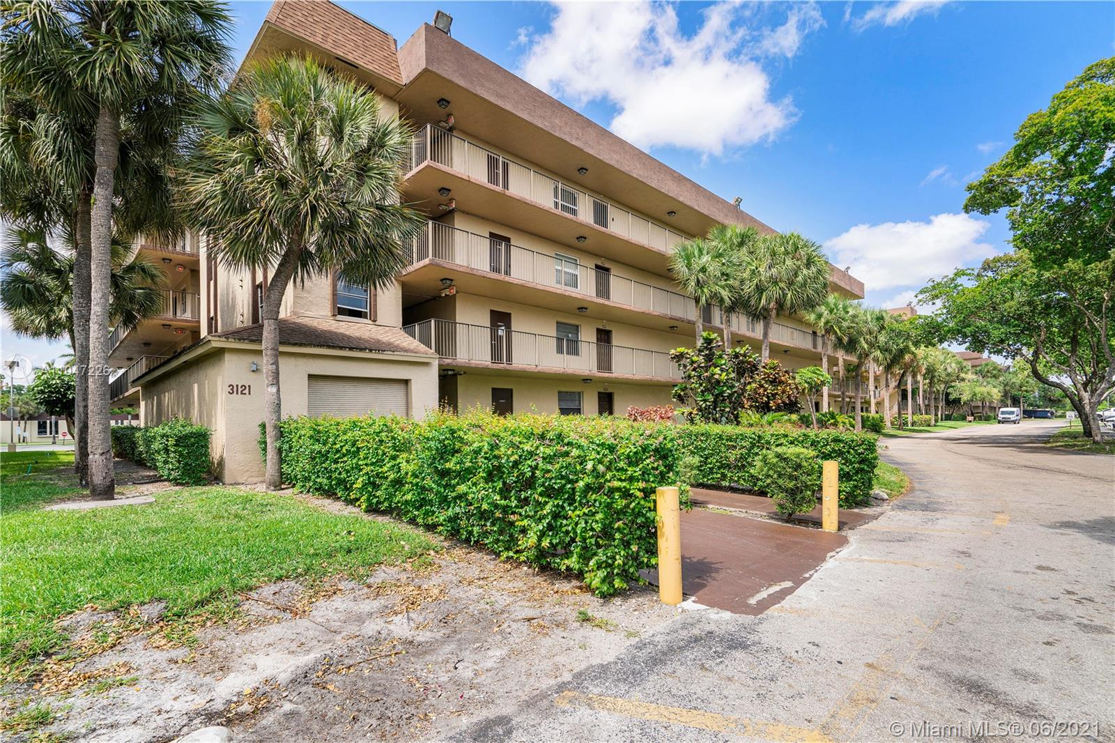 3121 NW 47th Ter Unit 106, Lauderdale Lakes, Florida 33319