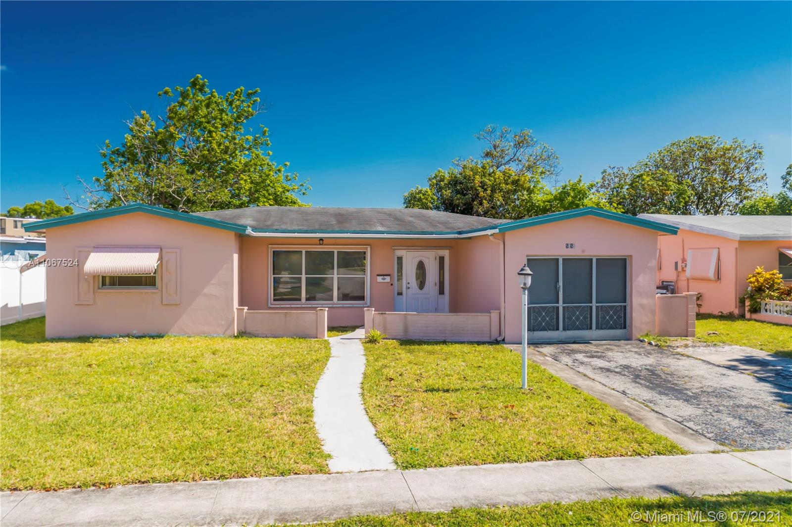 5050 NW 39th St, Lauderdale Lakes, Florida 33319