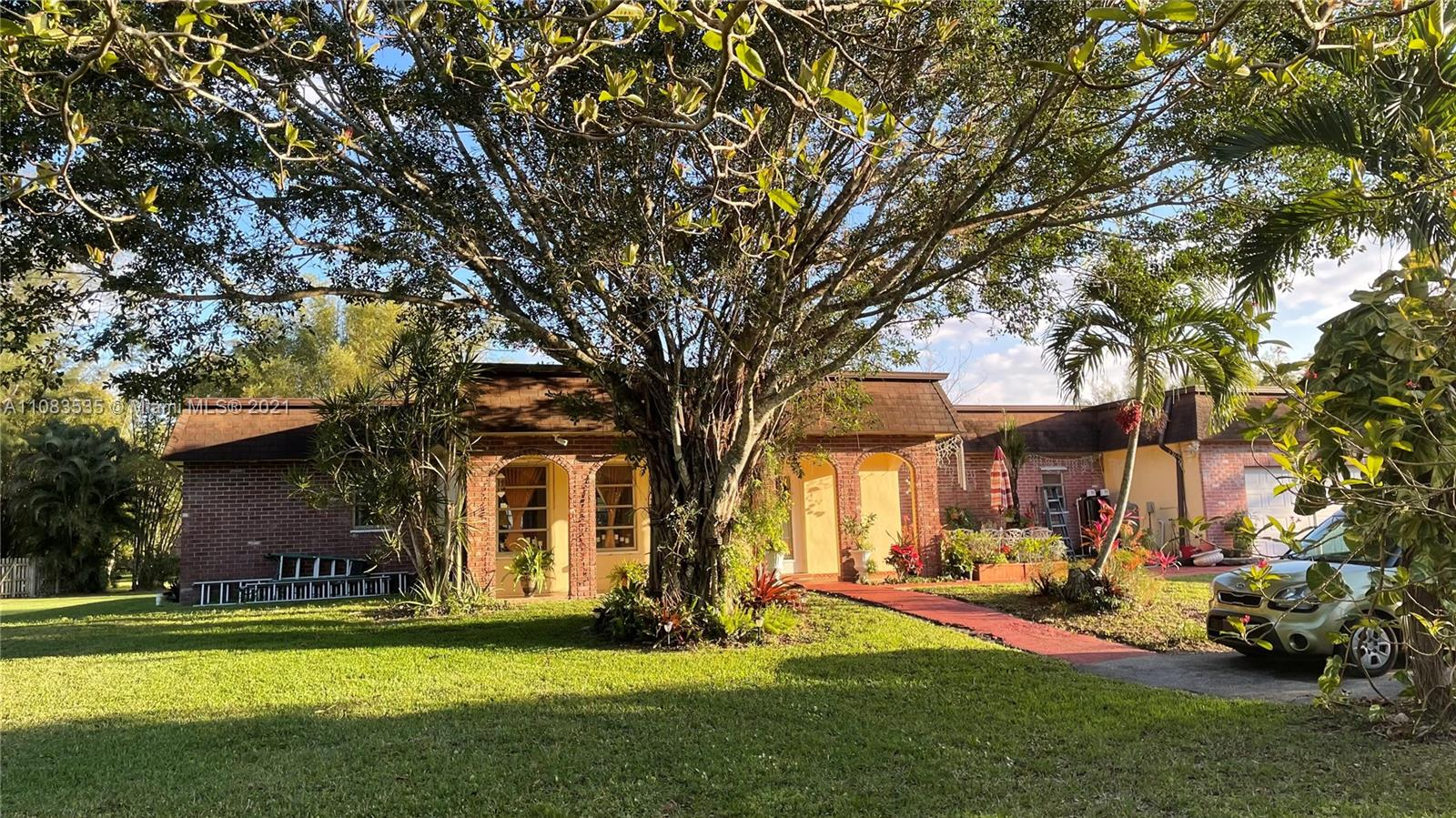 Sunshine Ranches, 4850 SW 128th Ave, Southwest Ranches, Florida 33330