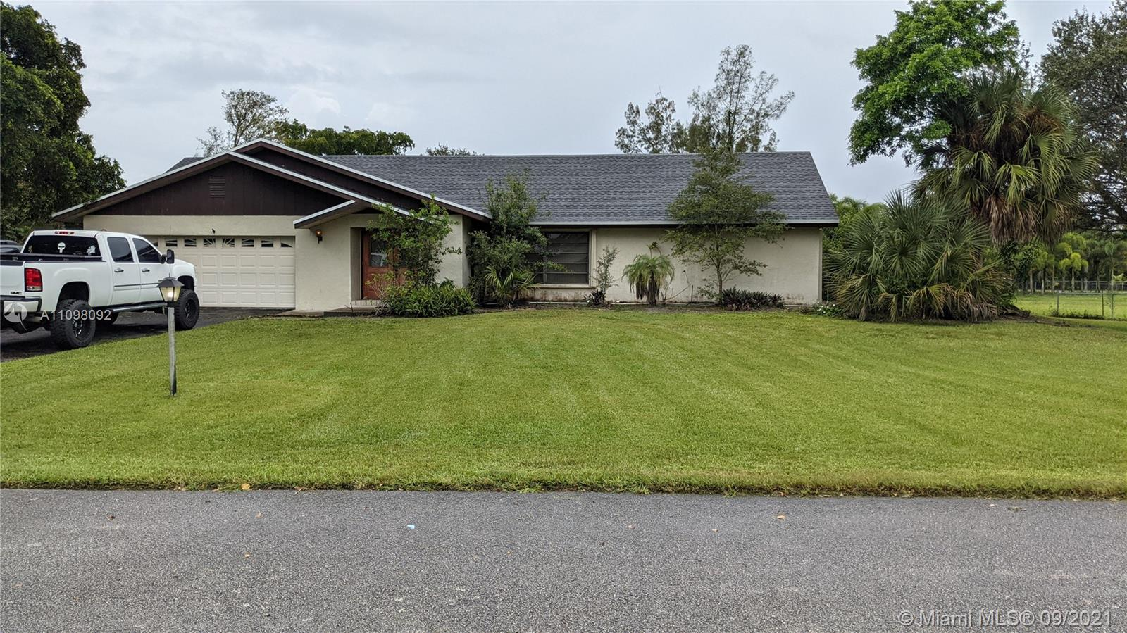 Sunshine Ranches, 4641 Lupo Ln, Southwest Ranches, Florida 33330