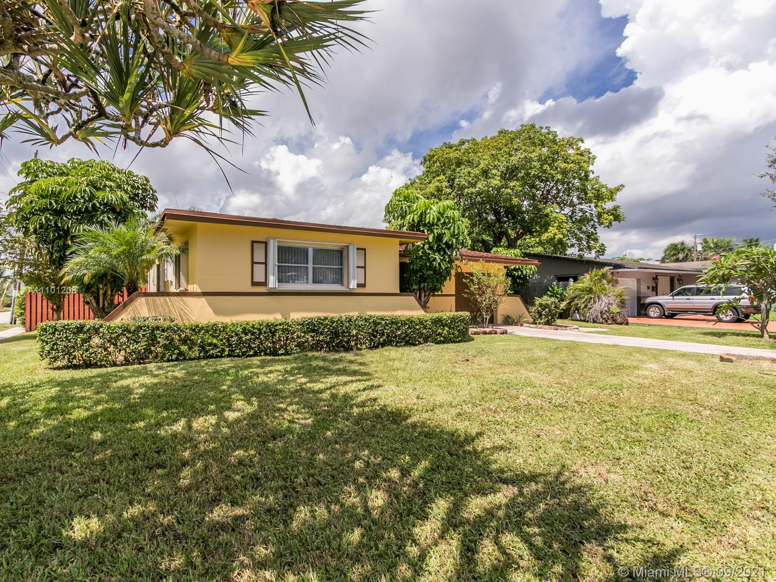 Hollywood Little Ranches, 700 N 28th Ave, Hollywood, Florida 33020