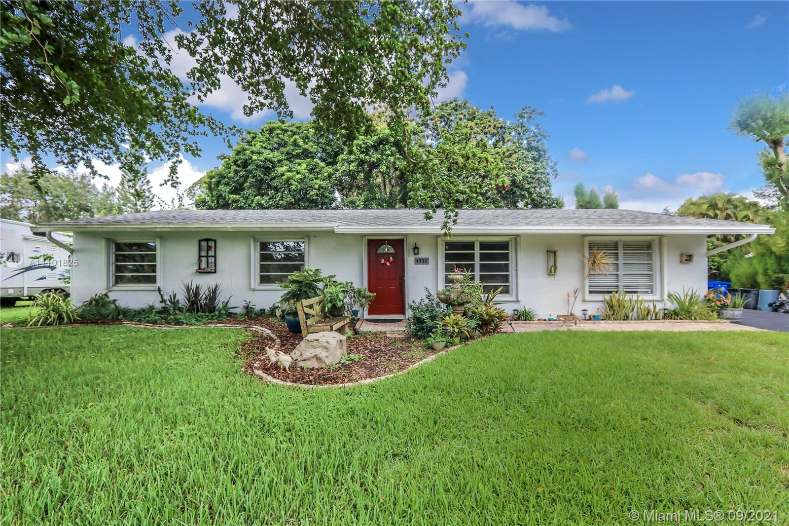 4931 SW 188th Ave, Southwest Ranches, Florida 33332