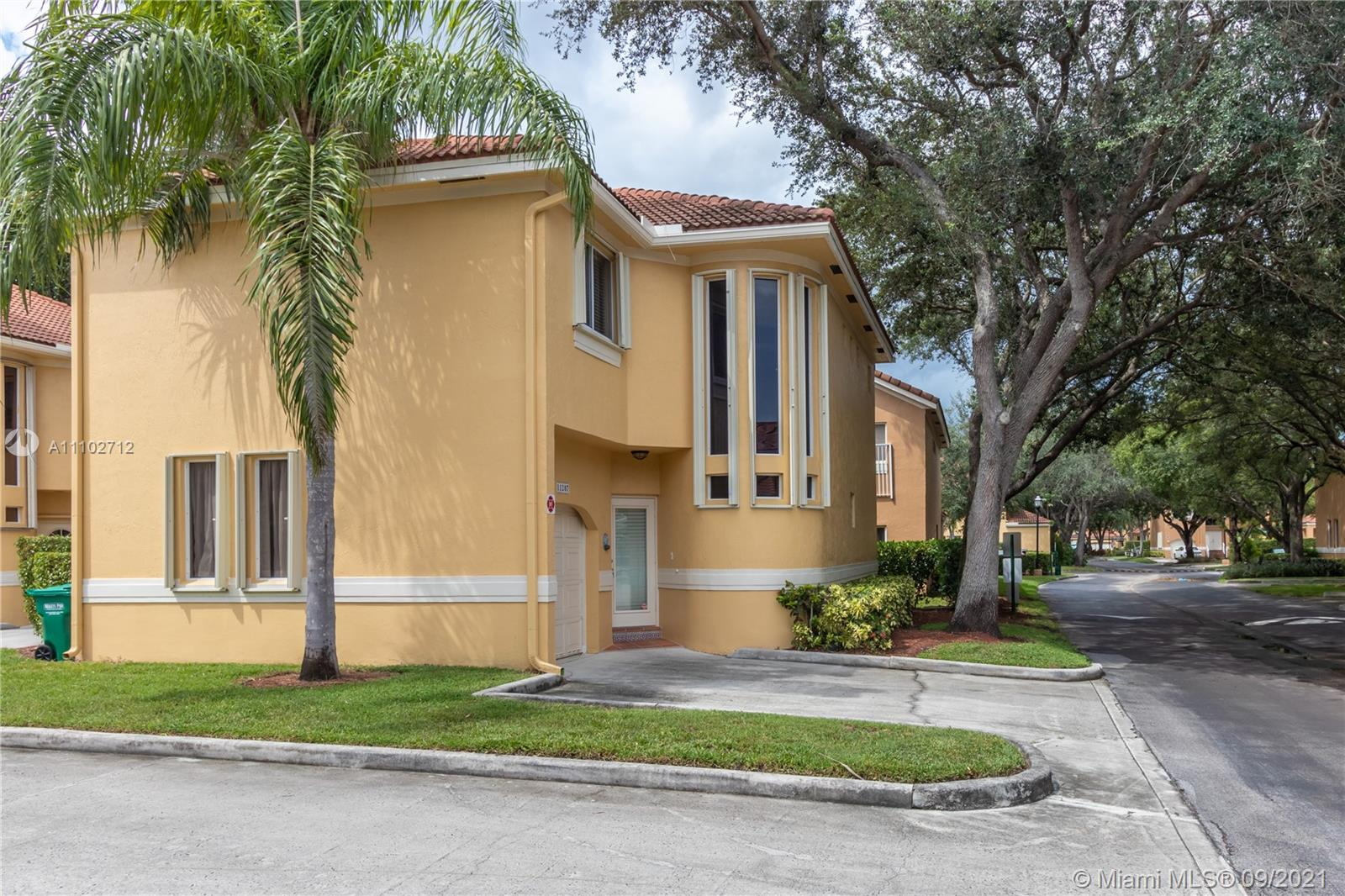 11207 Lakeview Dr, Coral Springs, Florida 33071