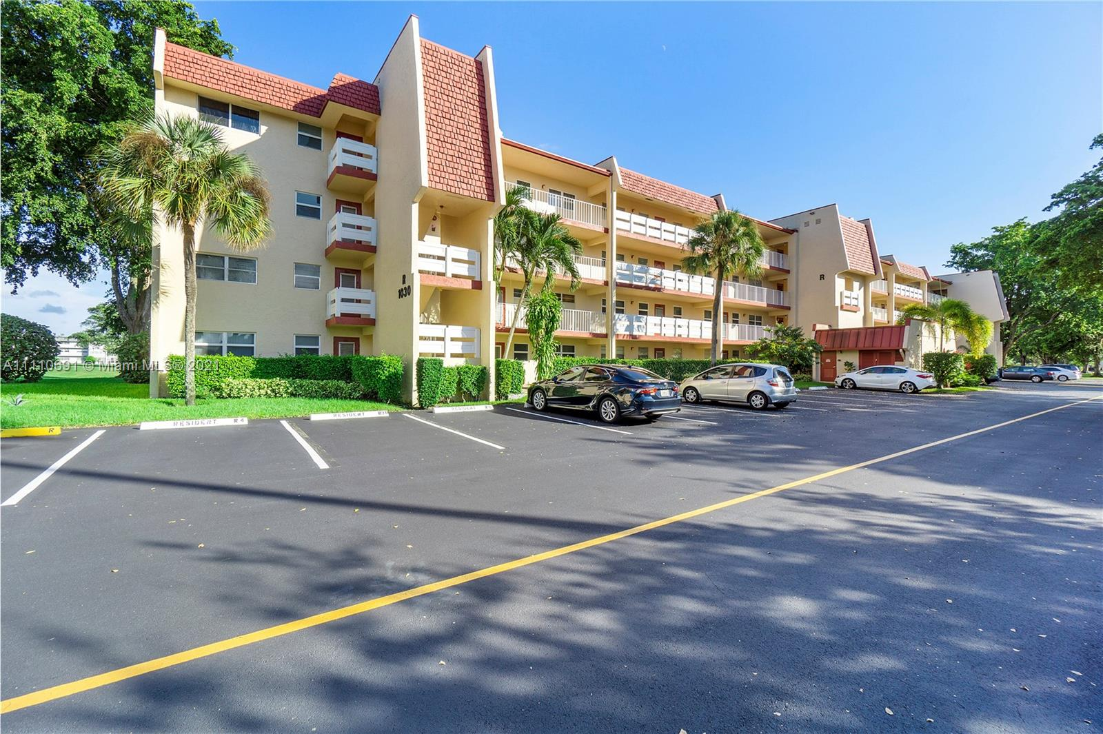 1030 Country Club Dr Unit 103, Margate, Florida 33063